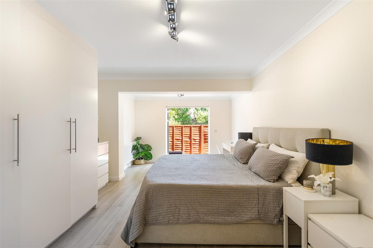 Flat To Rent In Lansdowne Walk W11 Featuring A Garden