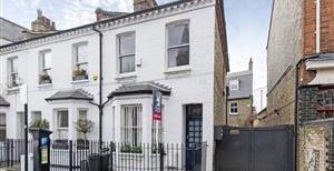 Battersea High Street, SW11