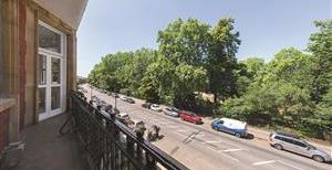 Prince of Wales Drive, SW11