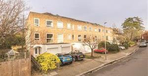 Howards Lane, SW15