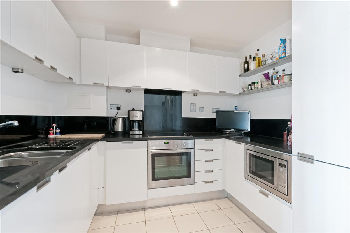 Flat For Sale in Brewhouse Lane, SW15 Featuring a Roof Terrace, a ...