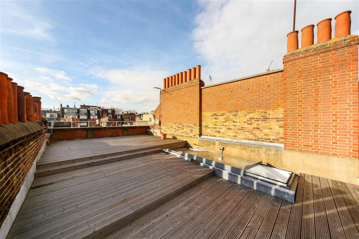 Flat For Sale In Rosary Gardens Sw7 Featuring A Roof