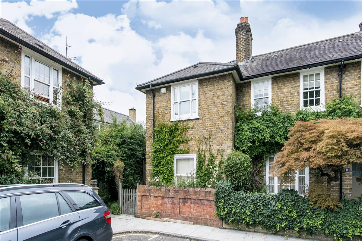 House to rent in avondale park gardens w11 featuring a for Avondale park homes