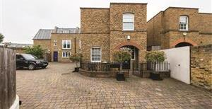 St Thomas Mews, SW18
